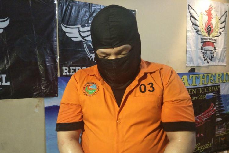 TY (28), seorang tahanan kasus peredaran tembakau gorila yang menjadi inisiator pembuatan dan peredaran liquid vape berekstas. Foto diambil di kawasan Kelapa Gading, Jakarta Utara, Kamis (8/11/2018).