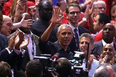 Pakai Jaket Kulit Hitam, Barack Obama Nonton Gim Kedua Final NBA