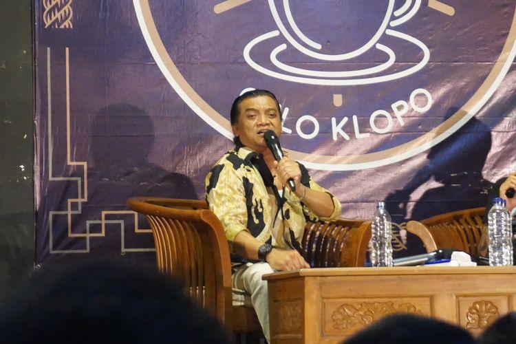 Didi Kempot penyanyi campursari saat di wedangan gulo klopo Kota Solo