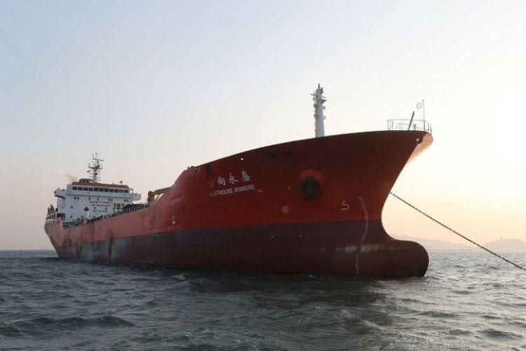 Kapal tanker Lighthouse Winmore disita aparat Korea Selatan pada November lalu setelah diduga memindahkan minyak ke kapal Korea Utara di perairan internasional.