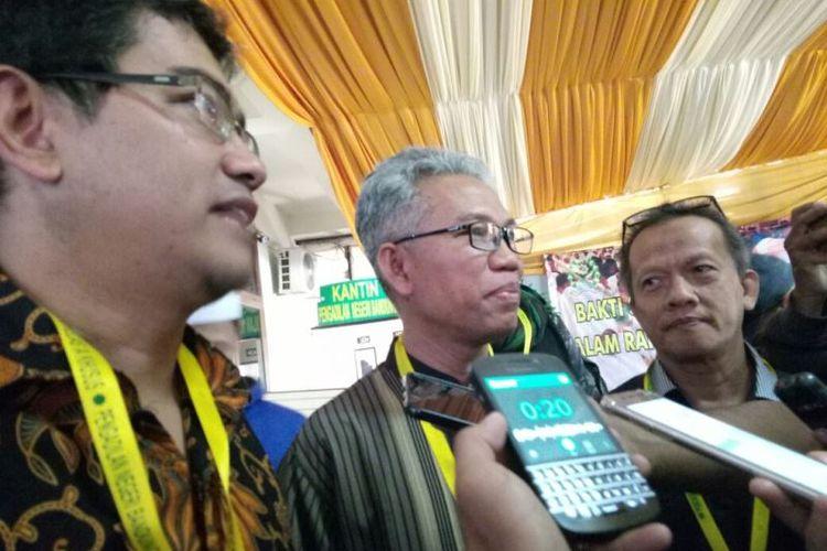 Buni Yani mengajukan banding ke Pengadilan Negeri (PN) Klas I Bandung, Senin (20/11/2017), atas vonis 1,5 tahun penjara yang dijatuhkan majelis hakim kepadanya dalam kasus pelanggaran UU ITE.