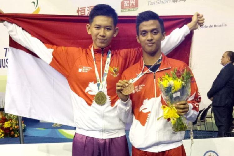 Atlet wushu Indonesia, Jevon Kuswoyo (kiri) dan Ahmad Gifari.