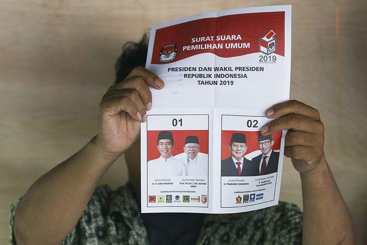Petugas KPPS melakukan penghitungan suara di TPS 221 Panti Sosial Bina Laras Harapan Sentosa 1 Cengkareng, Jakarta Barat, Rabu (17/4/2019). Berdasarkan data KPU pada tahun 2019 terdapat 54.282 orang penyandang disabilitas masuk dalam daftar pemilih tetap (DPT) dan ikut berpartisipasi merayakan pesta demokrasi.
