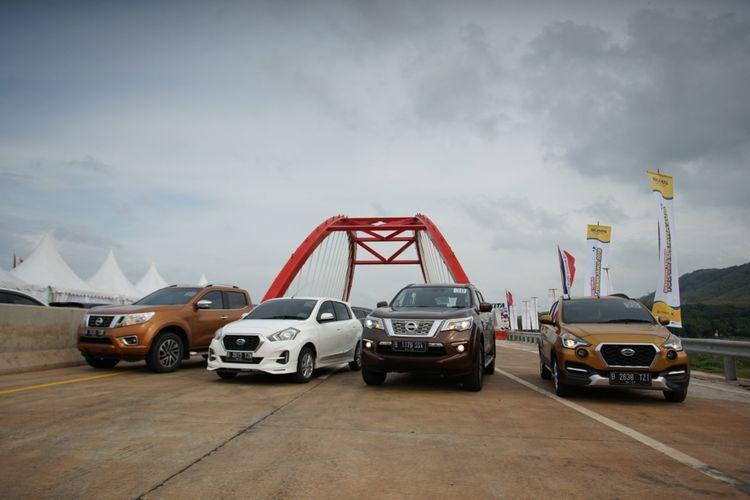 Mobil Nissan-Datsun di Jembatan Kalikuto