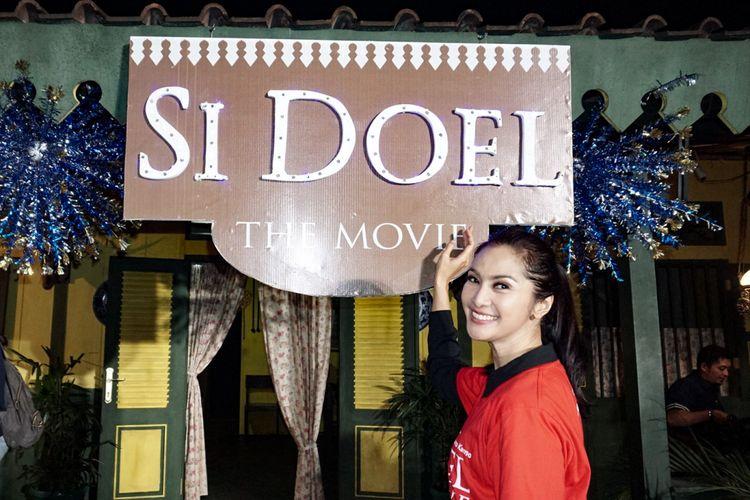 Artis peran Maudy Koesnaedi dalam jumpa pers peluncuran trailer dan poster film Si Doel The Movie di Galeri Semesta, Lebak Bulus, Jakarta Selatan, Kamis (7/6/2018).