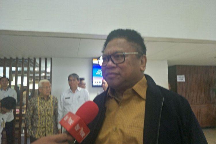 Ketua Umum Partai Hanura Oesman Sapta Odang di kompleks parlemen, Selasa (18/12/2018).