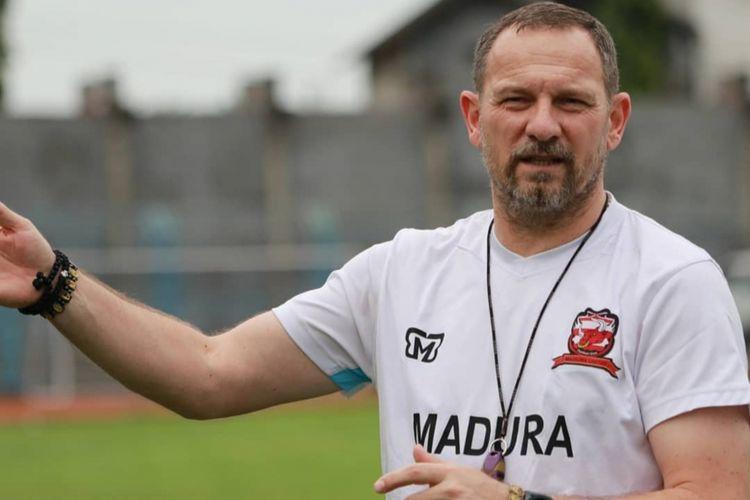 Pelatih Madura United, Dejan Antonic.