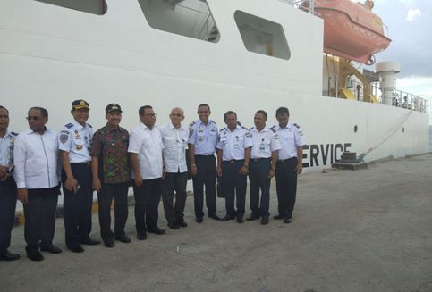 Ketua Komisi V DPR Serahkan Kapal Baru untuk Navigasi NTT