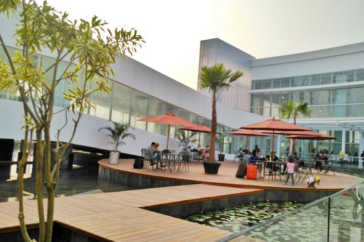 Outdor garden manjadi salah satu tempat paling unik di terminal baru Bandara Ahmad Yani Semarang, Kamis (7/6/2018)