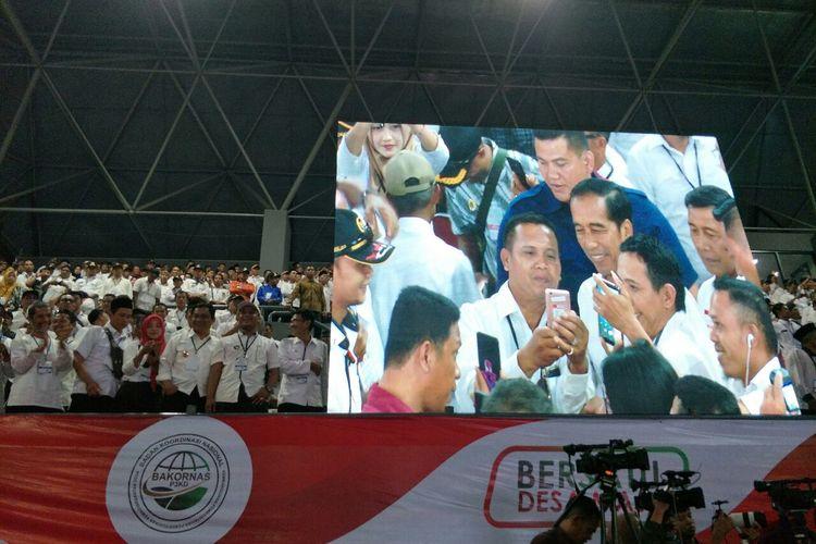 Presiden RI Joko Widodo menghadiri acara silaturahim nasional kepala desa di Stadion Tennis Indoor, Senayan, Rabu (10/4/2019).
