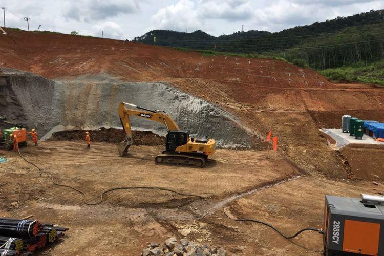 Lokasi proyek pengerjaan kereta cepat Jakarta-Bandung di Kabupaten Bandung Barat, Jawa Barat, Rabu (21/3/2018).