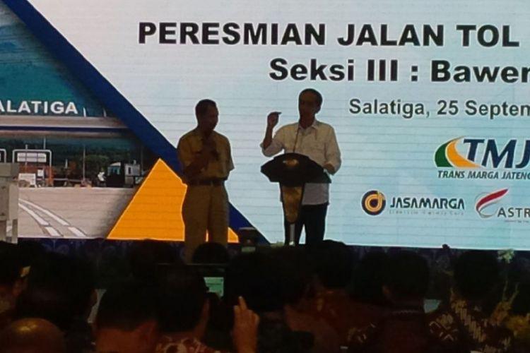 Presiden Joko Widodo meresmikan Jalan Tol Semarang-Solo Seksi III Bawen-Salatiga di Gerbang Tol Salatiga, Senin (25/9/2017) siang.