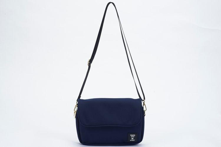 Tas selempang multi-fungsi (tersedia dalam warna hitam, biru tua dan tiga warna)
