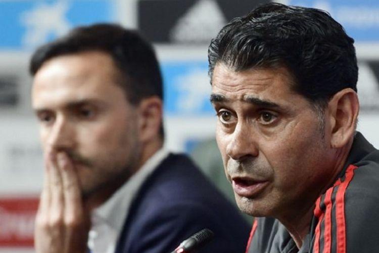 Fernando Hierro menjawab pertanyaan wartawan seusai resmi ditunjuk sebagai pelatih baru timnas Spanyol di Akademi Krasnodar, 13 Juni 2018.