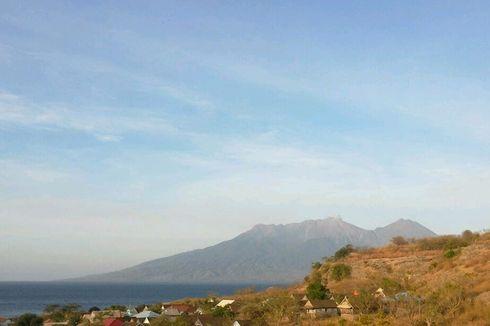 Waspada, Gunung Sangeang Api Keluarkan Asap Setinggi 300 Meter