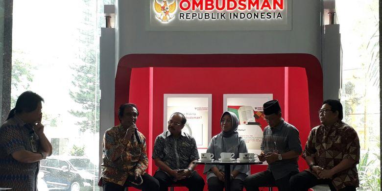 Acara Ngopi Bareng Ombudsman dengan pimpinan dan anggota Ombudsman di gedung Ombudsman, Kuningan, Jakarta, Kamis (18/1/2018).