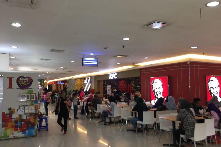 Suasana food court di Blok M Square, Sabtu (16/9/2017).