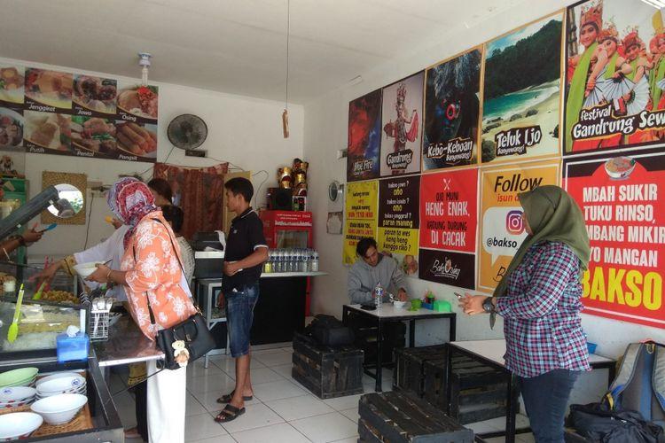 Pengunjung bisa memilih varian bakso sendiri di Bakso Osing Banyuwangi