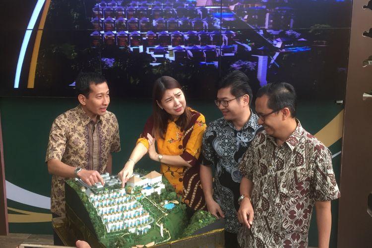 Jajaran direksi PT Metropolitan Land Tbk saat mengenaklan Royal Venya Ubud di Jakarta, Rabu (15/11/2017).