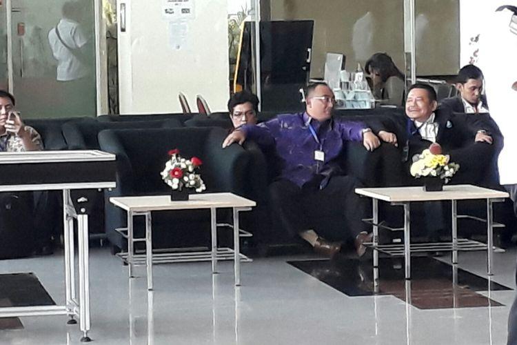 Sejumlah pengacara Ketua DPR Setya Novanto mendatangi gedung Komisi Pemberantasan Korupsi (KPK) di Kuningan, Jakarta, Rabu (6/12/2017).