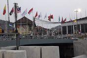 Deretan Bendera di Kali Besar Jadi Obyek Foto Pengunjung