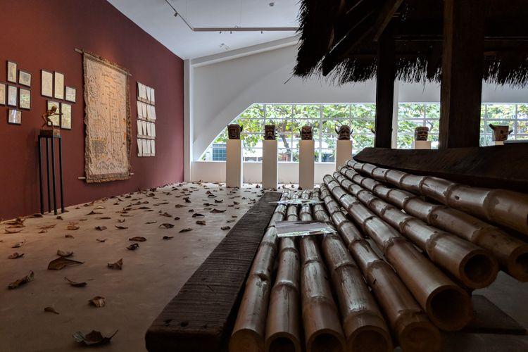 Bellas Artes saat ini sedang menampilkan sebuah pameran karya seniman Filipina Cian Dayrit yang menyoroti sejarah dan mitologi komunitas Ayta Magbukun di Bataan.