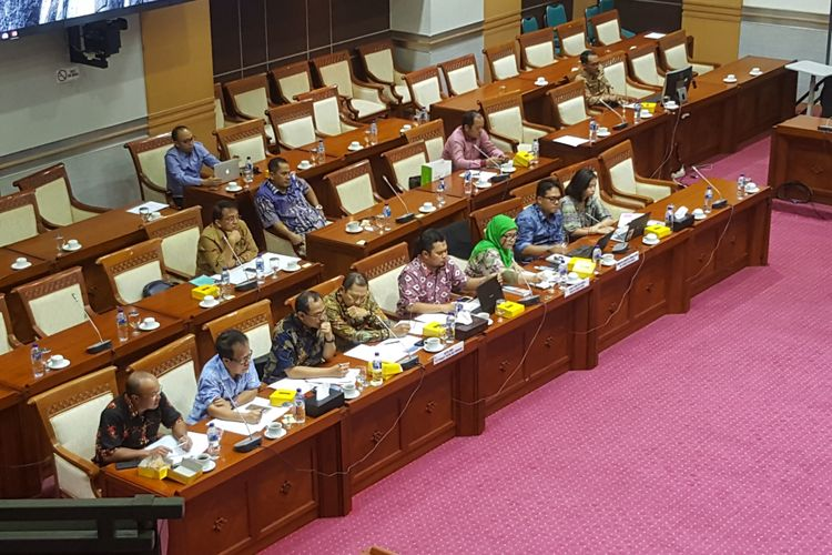 RDP Panja Pengamanan Data Pribadi Komisi I DPR RI dengan Mastel, Elsam, dan akademisi, terkait isu kebocoran data dalam proses registrasi kartu SIM prabayar, Selasa (10/4/2018), di Gedung Nusantara II, Komplek DPR-MPR RI, Senayan, Jakarta.