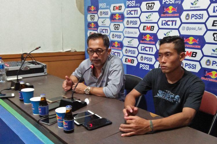Birrul Walidain (kanan) dan Aji Santoso, selepas laga Persela Lamongan kontra Bali United.