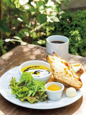 Paket sarapan The GARDEN pada hari Sabtu, Minggu dan hari libur nasional, 909 yen (belum termasuk pajak).
