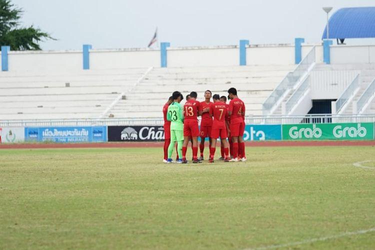 Para pemain timnas U-15 Indonesia berdoa jelang pertandingan semifinal Piala AFF U-15 2019 kontra Thailand, Rabu (7/8/2019).