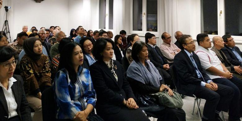 Para WNI yang berkesempatan langsung bertatap muka dengan Menko PMK Puan Maharani ini terdiri dari masyarakat dan diaspora Indonesia yang berasal dari berbagai profesi.