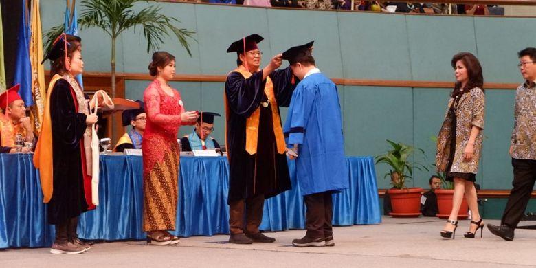 Bina Nusantara (Binus) University kembali menyelenggarakan wisuda ke-59 pada Rabu dan Kamis, 12 - 13 Desember 2018 bertempat di Jakarta Convention Center, Jakarta.