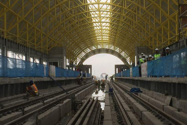 Stasiun Jakabaring yang menjadi salah satu stasiun pada proyek Light Rail Transit (LRT) Palembang, Kamis  (26/10/2017).