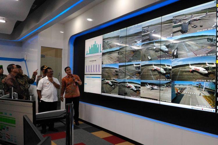 Direktur Utama PT Angkasa Pura 1 (Persero) Faik Fahmi meresmikan Airport Operation Control Center (AOCC) Bandara Sultan Aji Muhammad Sulaiman di Sepinggan, Balikpapan, Jumat (2/3/2018). AOCC ini merupakan yang pertama di Indonesia.