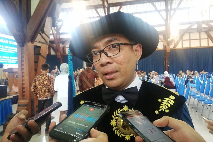 Brian Yuliarto yang menjadi Guru Besar ITB di usia 43 tahun.