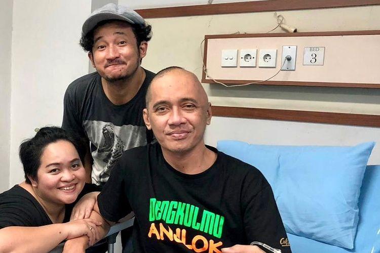 Agung Hercules dijenguk Isa Bajaj dan Sinyorita.(Instagram/Isa Bajaj)