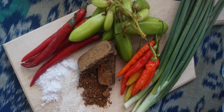 Bumbu yang digunakan untuk memasak ayam kesrut, kuliner khas Banyuwangi.