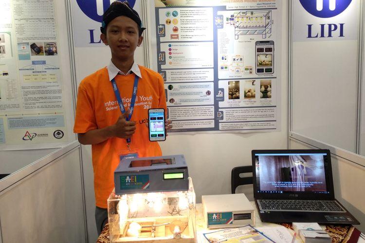 Dalam gelaran Indonesia Science Expo (ISE) 2018, banyak peneliti muda Indonesia yang menciptakan karya yang bermanfaat bagi masyarakat. Salah satunya adalah Christianus Piguno Wardoyo pelajar SMA tingkat akhir dari SMA I Bantul Yogyakarta yang menciptakan alat penetas telur otomatis.