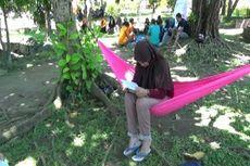 Asyiknya Wisata Literasi di Taman Bambu Runcing Kota Polman