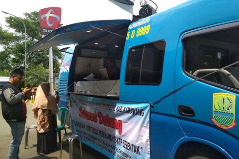 Petugas Disdukcapil Jemput Bola Perekaman E-KTP di Panti Jompo dan Mal