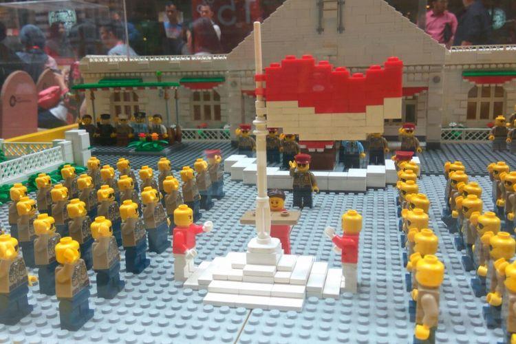 Lego yang disusun menggambarkan upacara bendera