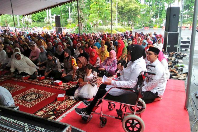 Wali Kota Surabaya Tri Rismaharini saat mengikuti doa bersama lintas agama di Taman Surya, Balai Kota Surabaya, Rabu (26/12/2018).