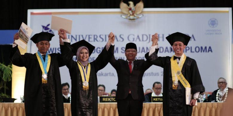 UGM mewisuda 3.755 lulusan sarjana dan diploma. Dengan jumlah sebanyak itu, prosesi wisuda dilaksanakan selama dua hari, 21-22 Agustus di Grha Sabha Pramana UGM, Yogyakarta.