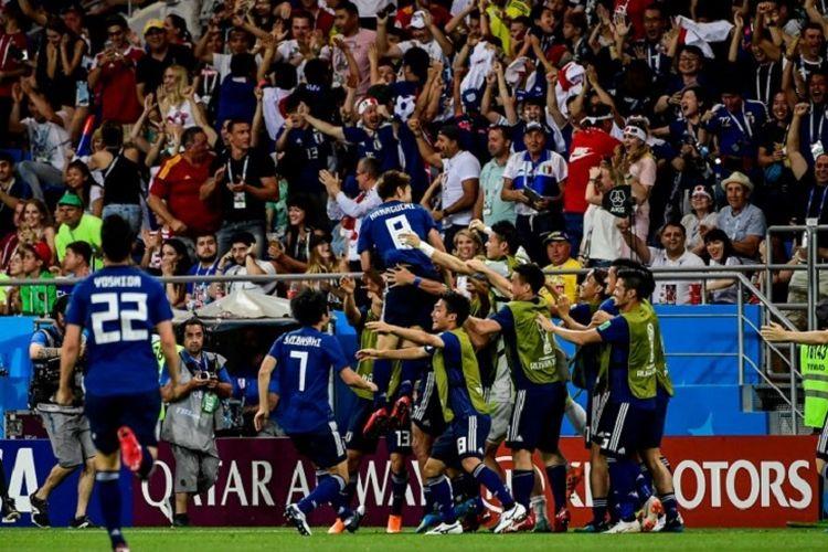 Para pemain Jepang merayakan gol ke gawang Belgia yang dicetak oleh Genki Haraguchi pada pertandingan babak 16 besar Piala Dunia 2018 di Rostov Arena, 2 Juli 2018.