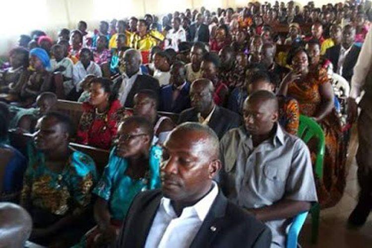 Katedral St. James, Kigorobya, Distrik Hoima, Uganda dipenuhi tamu undangan yang menjadi saksi pernikahan Naom, seorang perawan berusia 83 tahun dengan Rwakaikara, seorang pria beranak 10 yang usianya sudah 90 tahun.