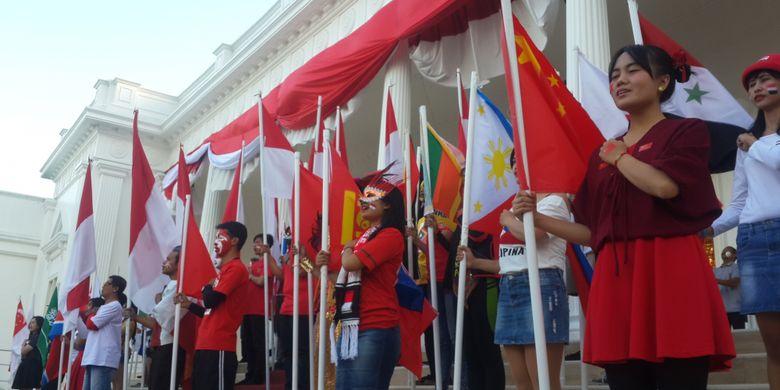 Parade bendera di The Legend Star, Jatim Park Grup, Kota Batu, Jawa Timur, Kamis (16/8/2018).