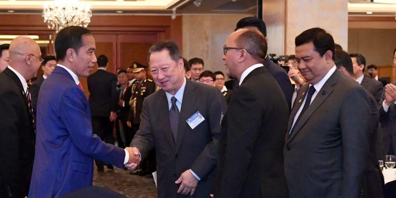 Presiden Joko Widodo saat bertemu para pimpinan perusahaan besar asal Korea Selatan di Seoul, Senin (10/9/2018).