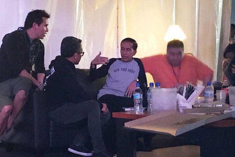 Presiden Joko Widodo saat hadir dalam acara musik We The Fest di Jiexpo, Kemayoran, Jumat (11/8/2017) malam.
