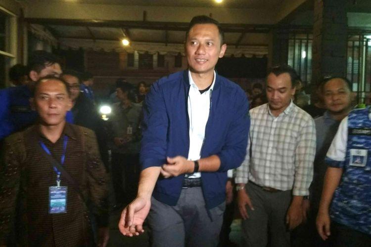 Komandan Kogasma Partai Demokrat Agus Harimurti Yudhoyono saat berkunjung ke Magelang, Jawa Tengah, Selasa (10/4/2018) malam. (KOMPAS.com/Ika Fitriana )