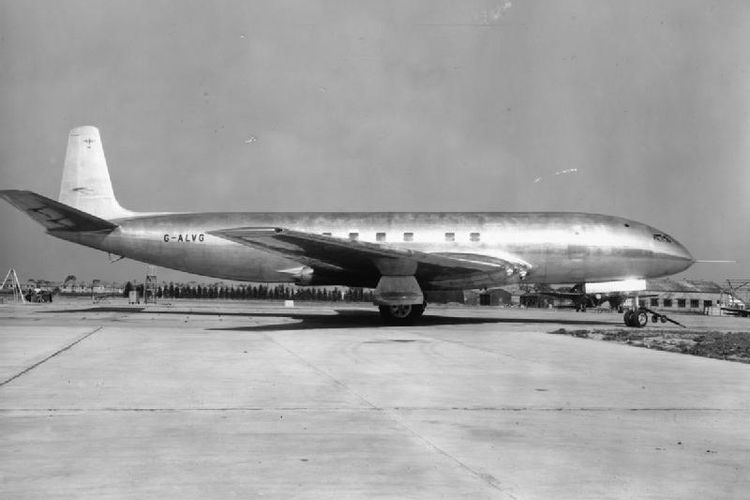 De Havilland Comet, pesawat jet komersial pertama di dunia yang diluncurkan pada 27 Juli 1949.